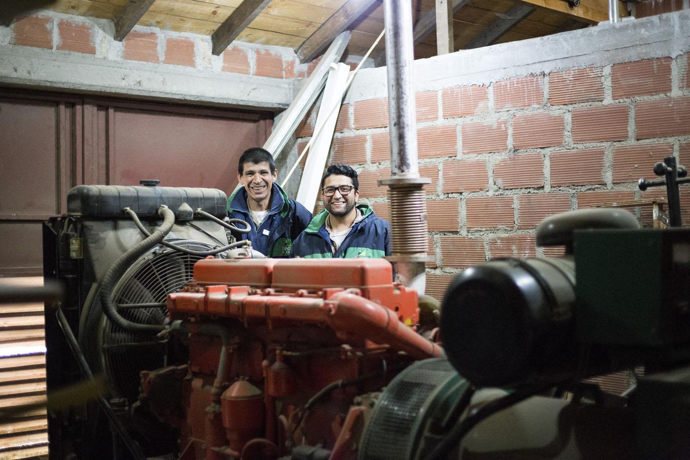 Nuestro equipo técnico, junto al poderoso grupo electrógeno de Rincón de los Andes.